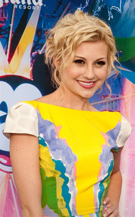 Chelsea Kane shows her Fake Baby Bump:Know about her