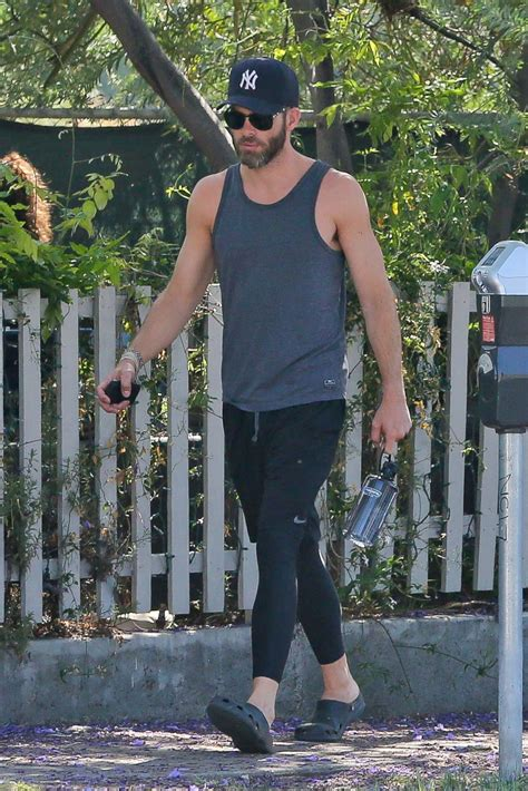Chris Pine Hits the Gym to Get Buff Picture | Celebrities