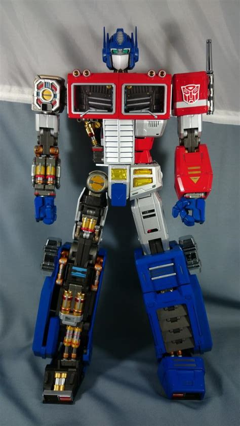 Ultimetal Optimus Prime In-Hand - Transformers News - TFW2005