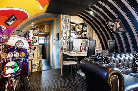 Hotel Yellow Sub Liverpool - We All Live In A Yellow Submarine